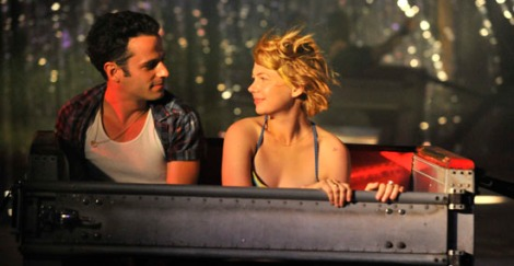 "Luke Kirby y Michelle Williams en ""Take this waltz"""