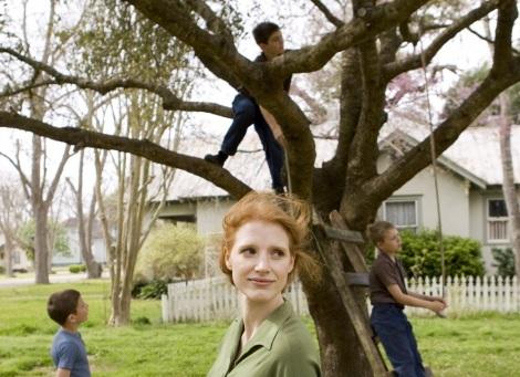 Jessica Chastain y los niños de El árbol de la vida en una secuencia del film
