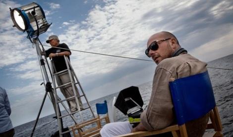 Emanuele Crialese en la silla de director durante el rodaje de 'Terraferma'